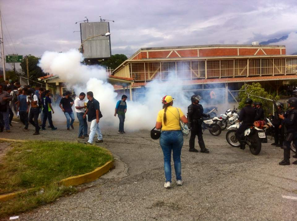Circuito Judicial Penal : Poli mérida reprime con gases lacrimógenos protesta de